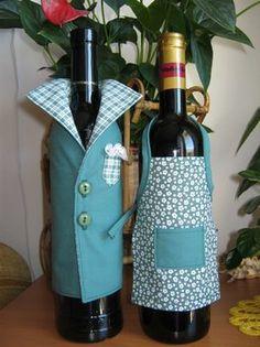 Wine Bottle Gift, Wine Bottle Covers, Bottle Bag, Wine Bottle Crafts, Wrapped Wine Bottles, Wedding Wine Bottles, Wine Craft, Towel Crafts, Creative Gift Wrapping