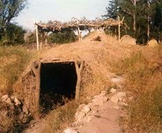 Kule Loklo in 1978 – photos Sweat Lodge, Underground Homes, Mountain Man, Yard, Saunas, Lodges, House Styles, Indian, Sweet