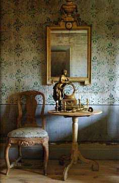 Gustavian Swedish colors are very muted with lots of grays and creams. The Gustavian Swedes of the century loved color too! Swedish Decor, Swedish Style, Swedish Design, Swedish Interiors, Scandinavian Interior, Scandinavian Design, Wabi Sabi, Vibeke Design, Antique Interior