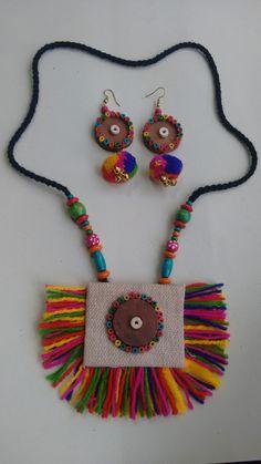Diy Fabric Jewellery, Thread Jewellery, Tassel Jewelry, Textile Jewelry, Handmade Jewelry Designs, Handmade Necklaces, Jewelry Crafts, Jewelry Art, Crochet Jewelry Patterns