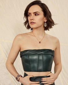 Photographer Lara Jade (Atelier Management) captures Harper's Bazaar Malaysia's March 2020 cover. Actress Daisy Ridley blooms in a Dior gown with a Bulgari… Daisy Ridley Sexy, Lara Jade, Burberry, Dior Gown, Actrices Sexy, Harper's Bazaar, English Actresses, Spring Trends, Spring Collection