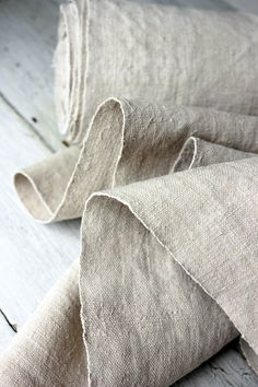 Vintage European WASHED Linen homespun material hand-woven WASHED cloth l. Inchies, Nachhaltiges Design, Linens And Lace, Vintage Textiles, Wabi Sabi, Natural Linen, Washing Clothes, Linen Fabric, Hemp Fabric