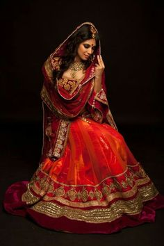 so beautiful! Indian Bridal Wear, Asian Bridal, Pakistani Bridal, Bridal Lenghas, Bride Indian, Indian Weddings, Bridal Lehenga, India Fashion, Ethnic Fashion