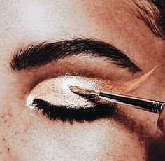 Discovered by *:・゚✧𝓁𝑒𝓈✧*:・゚. Find images and videos about beauty, aesthetic and makeup on We Heart It - the app to get lost in what you love. Makeup Goals, Makeup Inspo, Makeup Inspiration, Beauty Make Up, Hair Beauty, Beauty Art, Eye Makeup, Hair Makeup, Retro Makeup