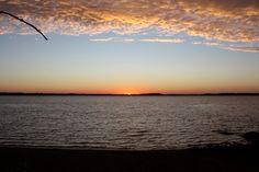 Kyyjärvellä upeaa auringonlaskua ihailtiin Kallionrannan leirintäalueella.