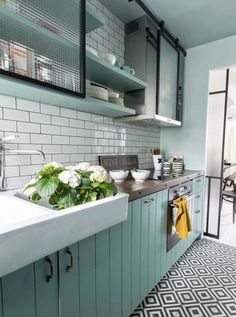 New Kitchen Colors Country Shelves Ideas Home Kitchens, Kitchen Design, Kitchen Inspirations, Kitchen Flooring, Kitchen Decor, Vintage Kitchen, New Kitchen, Kitchen Interior, Retro Kitchen