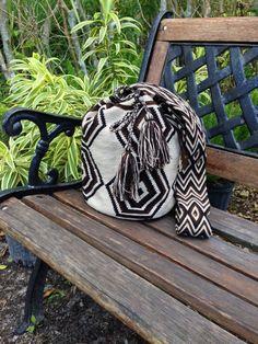 Wayuu Bag Authentic Wayuu Mochila Bags handmade by loveandlucky Tapestry Bag, Tapestry Crochet, Tapestry Weaving, Knit Crochet, Beach Accessories, Crochet Accessories, Leather Craft, Leather Bag, Crochet Handbags