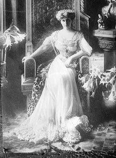 Marie of Edinburgh, Queen of Romania. Marie of Romania (Marie Alexandra… Elegant Woman, Comte Dracula, The Belle Epoque, Romanian Royal Family, Edwardian Era, Edwardian Fashion, Vintage Fashion, Queen Mary, Female Photographers
