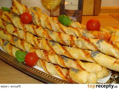 Pizza tyčinky z kynutého těsta