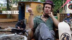 "SIDESTORY ZUM FILM: ""MONKEE AT BAR25″ (VIDEO)"