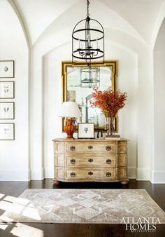 HOME TOUR: LIGHT AND EARTHY...