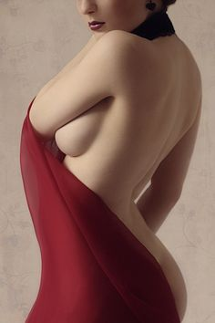 Curves by *my-bohemian-spirit on deviantART // the female body is gorgeous, an interplay of line and shadow.