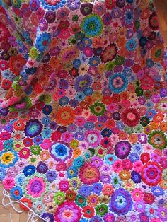 What to do with all that scrap yarn? Crochet flowers! Got 1000 flowers? Sew them together to make a beautiful blanket! So pretty.