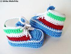 Babyschuhe für künftige Fussballstars :) Ober aber auch für begeisterte Papas und Mamas ein tolles Geschenk!  Die Babyschuhe sind aus sehr schöne...