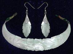 Mother of Pearl Necklace and Earrings (Shell))