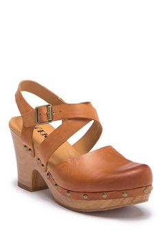 Bought these and love!Abloom Slingback Clog Sandal by KORKS on Women's Shoes, Dansko Shoes, Cute Shoes, Me Too Shoes, Shoe Boots, Boho Shoes, Clog Sandals, Slingback Flats, Clogs Outfit