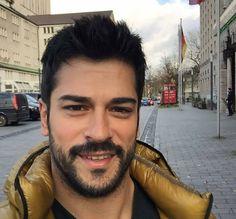 Turkish Men, Turkish Actors, Handsome Faces, Handsome Guys, Burak Ozcivit, Cute Stars, Sexy Men, Sexy Guys, Hot Guys