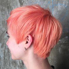 Pastel+Pink+Long+Pixie Short Choppy Haircuts, Cute Hairstyles For Short Hair, Girl Short Hair, Pixie Hairstyles, Short Hair Cuts, Short Hair Styles, Pastel Pixie Hair, Peach Hair Dye, Violet Hair