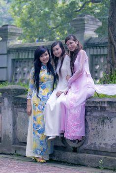 Girls wearing Ao Dai