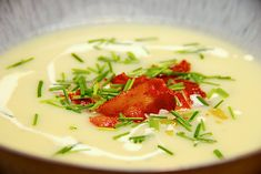 Here is a wonderful recipe for potato leek soup cooked with chicken … - Suppe Food Experiments, Potato Leek Soup, Caprese Salad, Potato Recipes, Real Food Recipes, Healthy Snacks, Good Food, Food And Drink, Bacon
