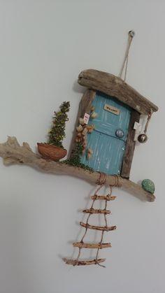 Easy Diy Crafts, Crafts To Make, Crafts For Kids, Arts And Crafts, Decorative Bird Houses, Wine Bottle Art, Little Gardens, Fairy Garden Houses, Diy Deck