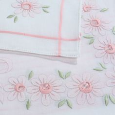 Livia, mixed linen hand embroidered tablecloth, with pink stripes and pink flowers finely decorated with hand stitching x 12 - Cod. A0004