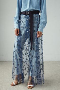 Sheer tulle skirt with floral pattern Gathered waist seam for extra body Belted waist with double ring closure Shell in Polyamide, Polyester, Acetate; Denim Fashion, Boho Fashion, Fashion Outfits, Blue Jean Dress, Jeans, Denim Ideas, Diy Clothes, Sewing Clothes, Denim Outfit