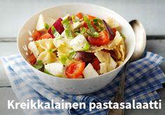 Kreikkalainen pastasalaatti, Resepti: Valio #kauppahalli24 #resepti #pastasalaatti #kreikkalainen #verkkoruokakauppa My Cookbook, Fruit Salad, Pasta Salad, Food Inspiration, Potato Salad, Salads, Favorite Recipes, Ethnic Recipes, Koti
