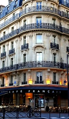Le Café Français in Paris