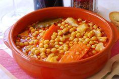 Garbanzos con bacalao. Chicken Salad Recipes, Stevia, Chana Masala, Crockpot, Delish, Food And Drink, Dishes, Vegetables, Eat