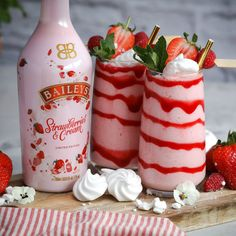 Baileys Drinks, Baileys Recipes, Eton Mess, Strawberries And Cream Recipe, Smoothies, Mini Meringues, Mousse, Alcohol Drink Recipes, Valentines Food
