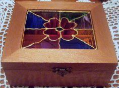 caja para infusiones de madera pintada con pintura acrilica color bronce y falso vitral