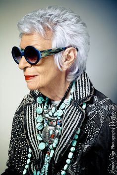The Rare Bird of Fashion, Iris Apfel. Get her statement making style for yourself with the eyebobs by Iris Apfel collection Iris Fashion, Fashion Over, Fashion Beauty, 50 Y Fabuloso, How To Have Style, Ageless Beauty, Advanced Style, Aging Gracefully, Old Women