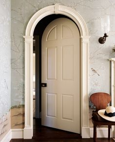 "KM - millwork thehandbookauthority: ""thefoodogatemyhomework: This arched door by Gil Schafer is making my heart skip a beat (we don't even need to go into the wallpaper) "" Architecture Details, Interior Architecture, Interior And Exterior, Interior Doors, Interior Ideas, Arched Doors, Windows And Doors, Sliding Doors, Versailles"