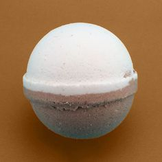 Coconut Bath Bomb - A soothing tropical coconut blend with smooth sweet undertones. Bath Fizzies, Bath Salts, Bath Booms, Lush Cosmetics, Handmade Cosmetics, Diy Beauté, Lush Bath Bombs, Bath Bomb Recipes, Lush Products