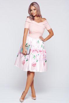 Comanda online, Rochie Artista rosa eleganta in clos cu umeri goi. Articole masurate, calitate garantata!