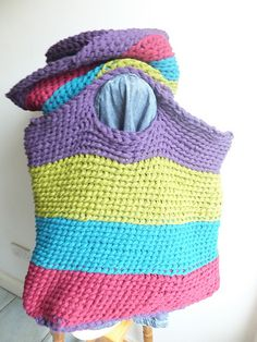 This is another easy finger knit project that even your children can do. This market bag is great fun to make and perfect for using up your yarn stash.