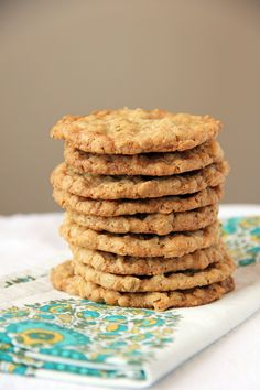 Extra Thin and Crispy Oatmeal Cookies. Just like my mom makes! Crispy Cookies, Candy Cookies, Cupcake Cookies, Cupcakes, Lace Cookies, Sugar Cookies, Cookie Gifts, Cookie Desserts, Just Desserts