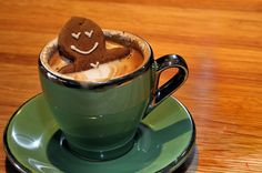 Gingerbread man taking a dip. made this easy any hot chocolate,marshmallow, and a store bought gingerbread man. Cute Food, Good Food, Yummy Food, Yummy Yummy, Mini Desserts, I Love Coffee, Coffee Break, Morning Coffee, Sunday Morning