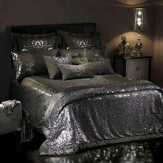 A few perfectly placed small white lights and this bedroom would sparkle like a diamond mine under the stars!