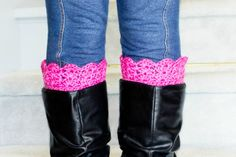 This collection of free boot cuff crochet patterns is just what you're looking for this fall and winter! Beautiful roundup from Daisy Cottage Designs. One Skein Crochet, Crochet Boots, Crochet Slippers, Love Crochet, Crochet Winter, Crochet Boot Cuff Pattern, Fingerless Gloves Crochet Pattern, Crochet Patterns, Crochet Ideas
