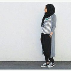 Cute kan? Penasaran? Follow @OOTDLOVERS @OOTDLOVERS Ide #OOTD paling kece  @HIJABSDAILY @HIJABSDAILY Inspirasi outfit hijab by snowceline