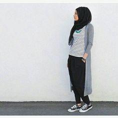 Cute kan? Penasaran? Follow @OOTDLOVERS @OOTDLOVERS Ide #OOTD paling kece  @HIJABSDAILY @HIJABSDAILY Inspirasi outfit hijab by snowceline