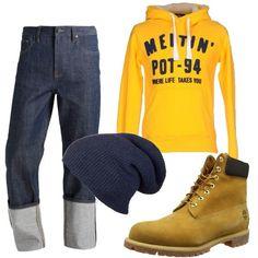 I pantaloni jeans blu lavaggio scuro hanno la vita alta 4cb524b0761