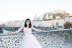 Wedding Photography, Salzburg, Blush dress, Blumenkranz, Brücke mit Schloss