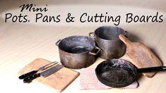 Pots, Frying Pan & Cutting Board Tutorial You Tube Miniature Kitchen, Miniature Crafts, Miniature Food, Mini Kitchen, Kitchen Stove, Kitchen Small, Dollhouse Tutorials, Diy Dollhouse, Dollhouse Miniatures