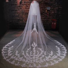 2016 Luxurious Ivory Tulle Wedding Veils Lace Edge 350CM Length Bridal Veils Wedding Accessories Cathedral Wedding Veil (1)