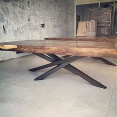 Live edge tables with crazy legs liveedge table furniture_design furniture australianhairpinlegs furnituredesigns Dinning Table Design, Wood Table Design, Table Designs, Live Edge Tisch, Live Edge Table, Metal Furniture, Dining Furniture, Furniture Design, Slab Table