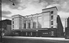 In the the style was sometimes called Moderne, though now the term Art Deco is more likely to be used for the architecture of cinemas. Vintage London, Old London, Old Pictures, Old Photos, Cinema Architecture, London History, Local History, Street Art London, South London