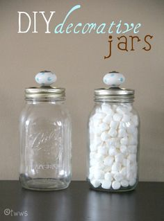 DIY Decorative Jars - Mason jars + door knobs Use for cotton balls, Q-Tips, and etc. Pot Mason Diy, Mason Jars, Canning Jars, Bottles And Jars, Glass Jars, Mason Jar Projects, Mason Jar Crafts, Diy Projects To Try, Crafts To Do
